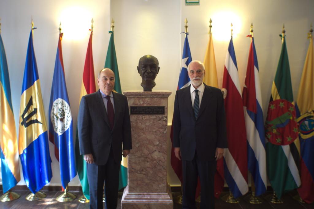 Excmo. Sr. Mauro Vieira, Ministro de Estado para las Relaciones Exteriores de Brasil (izq.) y Embajador Luiz Filipe de Macedo Soares, Secretario General del OPANAL (der.)