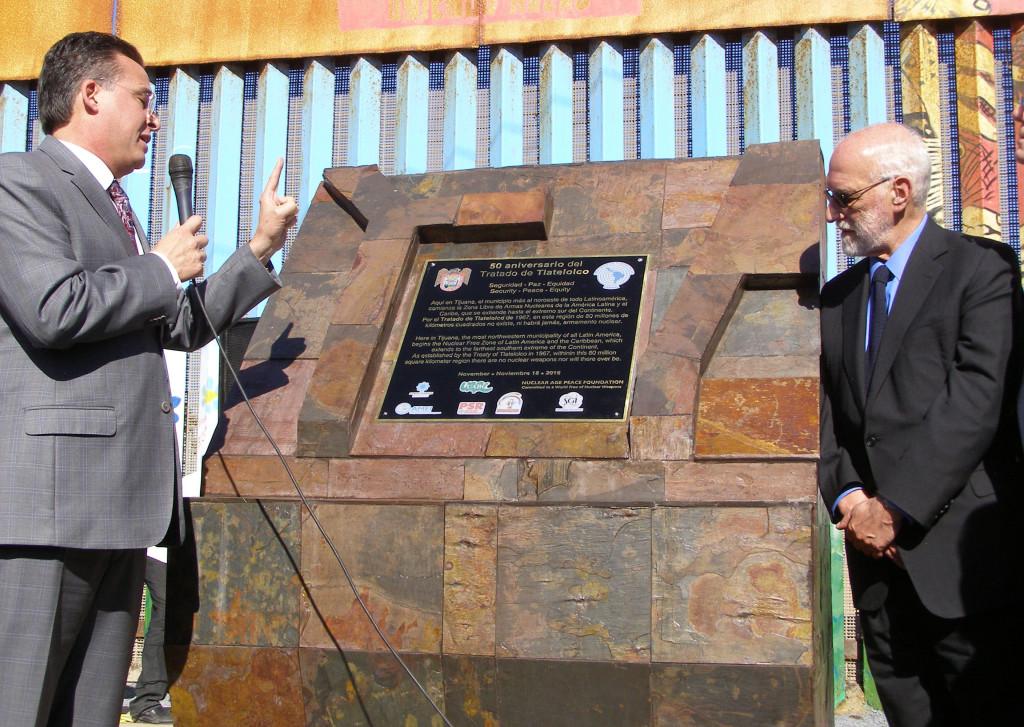 """""""Aquí en Tijuana empieza la Zona Libre de Armas Nucleares de la América Latina y el Caribe"""""""